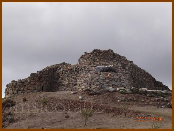 MEANA-SARDO:-PASSEGGIATA-AL-NURAGHE-NOLZA..jpg